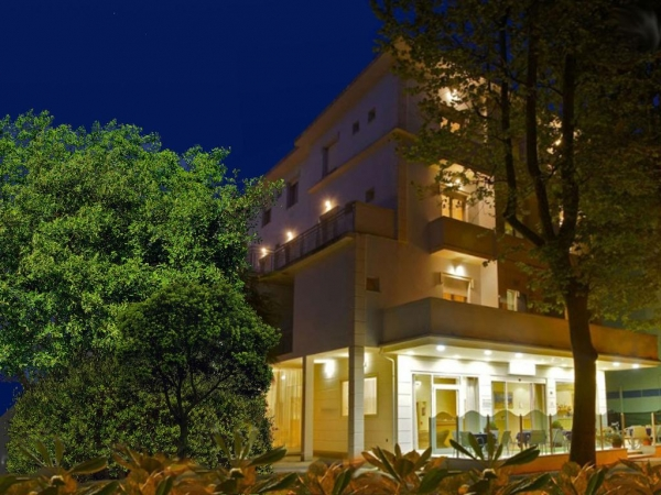 Hotel Blue & Silvie Rose